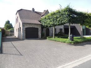 Deze gezinswoning omvat maar liefst 220m² bewoonbare oppervlakte met3 slaapkamers, inpandige garage en een tuin op een zuidgericht perceel van 5a