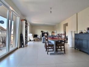 Situation optimale pour cet appartement tout confort et situé à Arlon, à 350 mètres de la gare. L'appartement se compose d