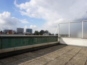 Dans un quartier résidentiel à proximité de toutes les commodités, très beau duplex/penthouse de 115m² enti&eg