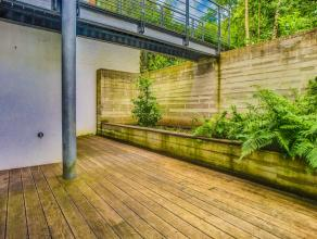 Dans un immeuble totalement remis à neuf en 2012, magnifique studio de 55m² comprenant une pièce séjour avec un coin chambre