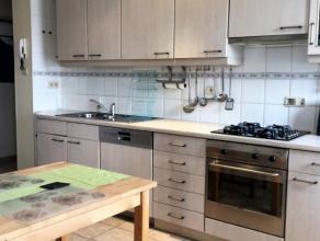 A proximité des commerces et de toutes facilités, dans un petit immeuble bien entretenu spacieux appartement de 110m² situé