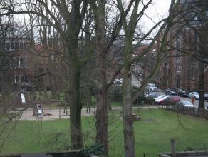 Net buiten maar toch snel in het centrum van Antwerpen en bijna alle campussen.  Zeer licht en ruimtelijk appartement op 2e verd. Basic inrichting, be