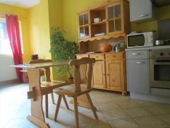 Appart spacieux pour 1 à 2 personnes, logement entièrement autonome, proprio habite logement séparé. Grand living,cuisine