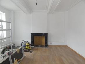 Maison entièrement rénovée, non meublé: salon commun, cuisine commune,  cour commun , 5 chambres privées, 1 salle d