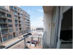 Recent, zonnig en luxueus appartement met zeezicht, 2 slaapkamers + tussenkamer, open keuken (voorzien van vaatwasser, micro/oven, frigo, keramische k