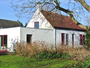 Alleenstaande woning met rondom een grote tuin voorzien van een oprit, een garage en een berging. De woning geniet van een goede bereikbaarheid ten op