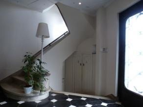 COINTE - A coté du centre sportif, villa années des années 30 de 3 chambres, 1 salle de bains, jardin. Beaucoup de charme! Hall d