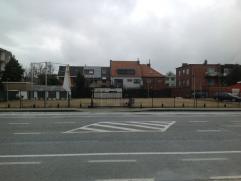 Eigendom Te koop Projectgrond met een opp. van 976 m². Ideaal gelegen nabij verschillende grote winkelketens en nabij de belangrijke inval