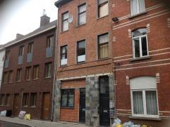 Eigendom Te koop Eigendom te koop nabij centrum Gent. Er bevinden zich drie appartementen, elk met aparte tellers en een fietsenberging. Het terrein i