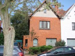Eigendom Te koop Ruime woning met 4 slaapkamers, garage en tuin, gelegen dichtbij scholen, winkels en openbaar vervoer. De woning kan dienstig zijn vo