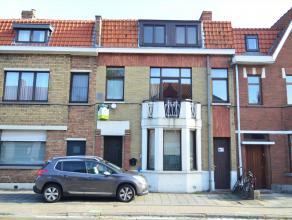 Gunstig gelegen gezinswoning met parkeerplaats voor de deur, zonnige tuin en terras, 2 slaapkamers + zolder met vaste trap (mogelijkheid tot extra kam