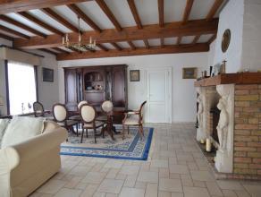 Deze Bungalow op een opp van 700m² is gelegen in een rustige buurt in st Andries ;De inkom hal met een vestiaire en toilet met lavabo. Grote lich