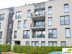 Recent appartement (2011) gelegen op de derde verdieping.(met lift) Bestaande uit inkomhal met toilet, badkamer met douche, 2 slaapkamers (10,78m en 6