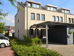 Recente gezinswoning, half-open, 4 slaapkamers Recente (bj. 2006) half-open gezinswoning aan de rand van Brugge. Er zijn 4 slaapkamers, ruime woonkame
