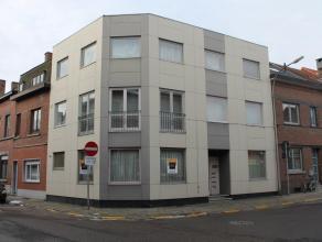 Gezellig instapklaar appartement op het gelijkvloers in hartje Tienen. Het appartement beschikt over een woonkamer met veel lichtinval, een geïns