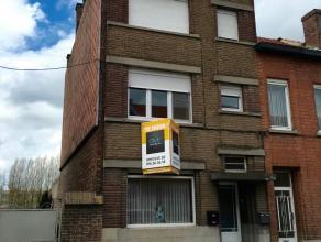 Gezellig instapklaar dakappartement van 50m² beschikbaar vanaf augustus! Het appartement beschikt over een woonkamer met veel lichtinval, een ge&