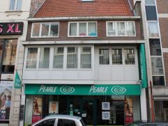 Duplex appartement in het centrum van Tienen met twee slaapkamers en een mooi terras. Het appartement is gelegen op de tweede en derde verdieping.Inde