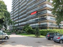 Vernieuwd appartement met twee slaapkamers gelegen in Residentie Beatrijs op de derde verdieping met ruime terrassen.Indeling: inkomhal, apart toilet,