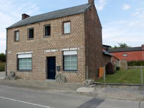 Woning met drie slaapkamers gelegen op een terrein van 6 are 59 ca te Budingen. Het terrein rechts van de woning kan mogelijk verkaveld worden in een