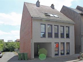 Deze gemeubelde studio is gelegen aan de stadsrand van Aalst, vlakbij het stadspark, openbaar vervoer, winkels,... De studio omvat een woonkamer met o