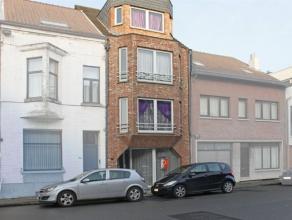Goed gelegen appartement te huur in Aalst bestaande uit een woonruimte, een berging, een hall met ingebouwde kasten, een slaapkamer, een keuken, badka