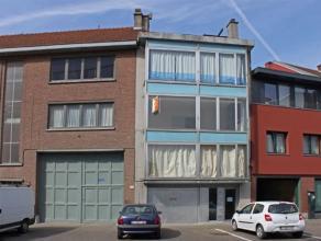 Knus 1 slaapkamerappartement dichtbij het centrum van Aalst. Het appartement omvat: Inkomhall, leefruimte, ingerichte keuken, badkamer, slaapkamer en