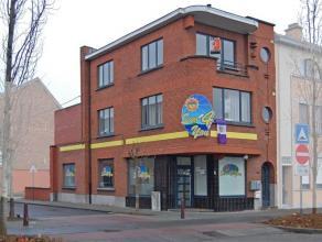 Gezellig en praktisch appartement gelegen aan de rand van de stad. Het gerenoveerde appartement bevindt zich op de 2de verdieping en omvat: inko