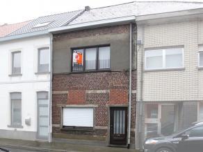 Woning gelegen nabij ring Aalst, vlakbij school en bushaltes. Indeling: glvl: inkomhal, leefruimte, keuken, badkamer met bad lavabo toilet en aansluit