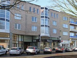 Prachtig gelegen appartement in het centrum van Aalst. Dit appartement bestaat uit een inkom, een mooie leefruimte met aangrenzend terras, 3 slaapkame