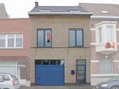 Deze volledig verbouwde en instapklare woning is goed gelegen aan de stadsrand van Aalst, op wandelafstand van centrum en station. Deze luxueus afgewe