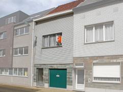 Deze leuke rijwoning is gelegen op wandelafstand van het centrum en station van Aalst, nabij OLV ziekenhuis en makkelijk bereikbaarheid naar E40. De w