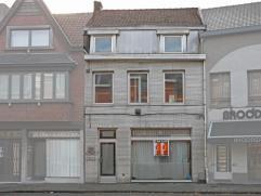 Deze woning is gelegen in het centrum van Aalst en is geschikt voor meerder doeleinden zoals: handel + woonst, vrij beroep, grote eengezinswoning, kan