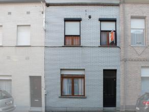 Recent gerenoveerde woning gelegen nabij centrum Aalst. Indeling: inkomhal, ruime leefruimte, ingerichte keuken met veel lichtinval, badkamer met douc
