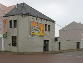 Deze goeddraaiende en alom bekende frituur + woonst is gelegen aan de stadsrand van Aalst. De eigendom werd pas recent totaal gerenoveerd en bestaat o