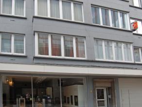 Gezellig en zeer goed gelegen appartement te huur in het centrum van Aalst. Het appartement omvat een inkomhal, een mooie leefruimte met zicht op cult