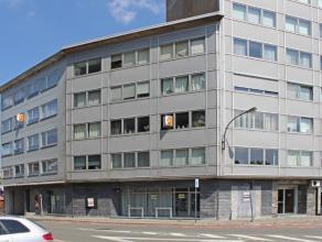 Mooi ruim appartement te huur in Aalst. Dit appartement is zeer centraal gelegen nabij centrum, stadspark, grootwarenhuis en E40. Het bestaat uit een