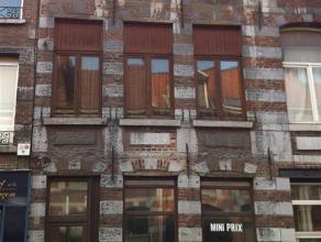 Mons Intra-Muros - Rue de Nimy - façade de caractère pour cet immeuble mixte du 19ème : Situation idéale pour un commerce