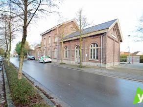 Verschillende woonappartementen, alsook een HORECA-ruimte te koop in het voormalige station van Waarschoot. Samenstelling duplex-appartement 0.1: inko