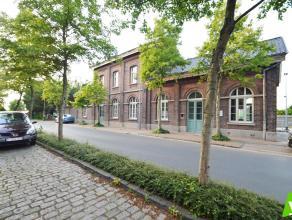 Verschillende woonappartementen, alsook een HORECA-ruimte te koop in het voormalige station van Waarschoot. Samenstelling appartement 1.1: inkomhal, w