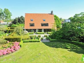 Uitzonderlijke luxe-villa gelegen in het groen te Wachtebeke. Samenstelling: royale inkomhal met vestiaire, bureau/slaapkamer, douchekamer, zonnige wo