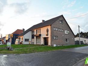 Gezinswoning in Adegem ! Samenstelling: inkomhal, ruime woonkamer, eetkamer met keuken, bijkeuken en een veranda, Op het verdiep zijn er 3 grote slaap