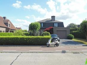 Romantische alleenstaande woning te Lovendegem in een residentiële omgeving buiten het centrum. Samenstelling: inkomhal met gastentoilet, woonkam