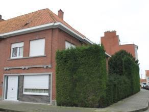 Deze hoekwoning op 245m² met tuin (zuidwest gericht) alsook garage. <br /> <br /> Indeling: Ruime inkom met gastentoilet, leefruimte, ruime geslo