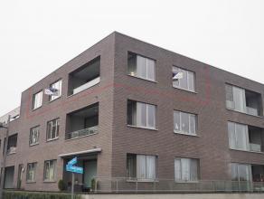 Prachtig nieuwbouwapp. met 2 slaapkamers en garage met uitstekende ligging in centrum Tielt. Best. uit: inkom, living, open keuken, badkamer met ligba