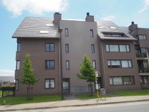 Ruim en recent duplex-appartement met 2 slaapkamers en garage in centrum Tielt!Ligging: Centrum Tielt. Op wandelafstand van bakker, slager, bank, open