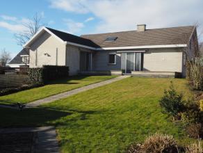Alleenstaande, goed onderhouden en landelijk gelegen villa op 1.200 m² in Wingene.Ligging: Landelijk en rustig gelegen villa in Wingene op