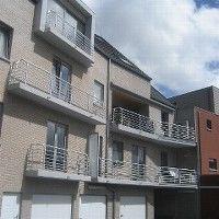 Zeer ruim duplexappartement ( 153 m2 ) met 3 grote slaapkamers, gebouwd in een hedendaags project in centrum Wortegem. Grote leefruimte met open keuke