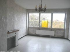 Bel appartement situé au 3 ième étage composé d'un hall, living, cuisine semi équipée, salle de bains, 2 cha