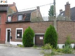 Maison 2 chambres de 145m² habitables à rénover -  jardin de 30m² - Sous-sol: 2 cave (13 et 25m²) - Rez: hall d'entr&eacu