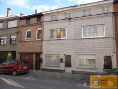 Maison parfaitement entretenue située le long d'une rue d'habitation près du centre de Ninove. Cette maison comprend un beau séjo